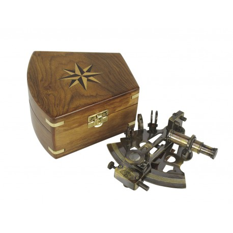 Sextant, antique brass, 12,5x13cm, in wooden box